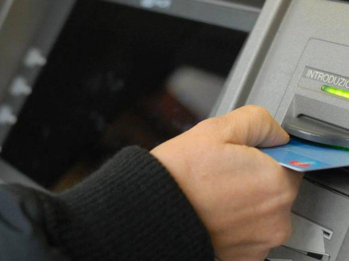 Furto del bancomat ed illecito prelievo. Come comportarsi per ottenerne la restituzione da parte dell'Istituto di Credito